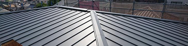デザイン性も高い軽量で耐久性の高いガルバリウム鋼板が主流