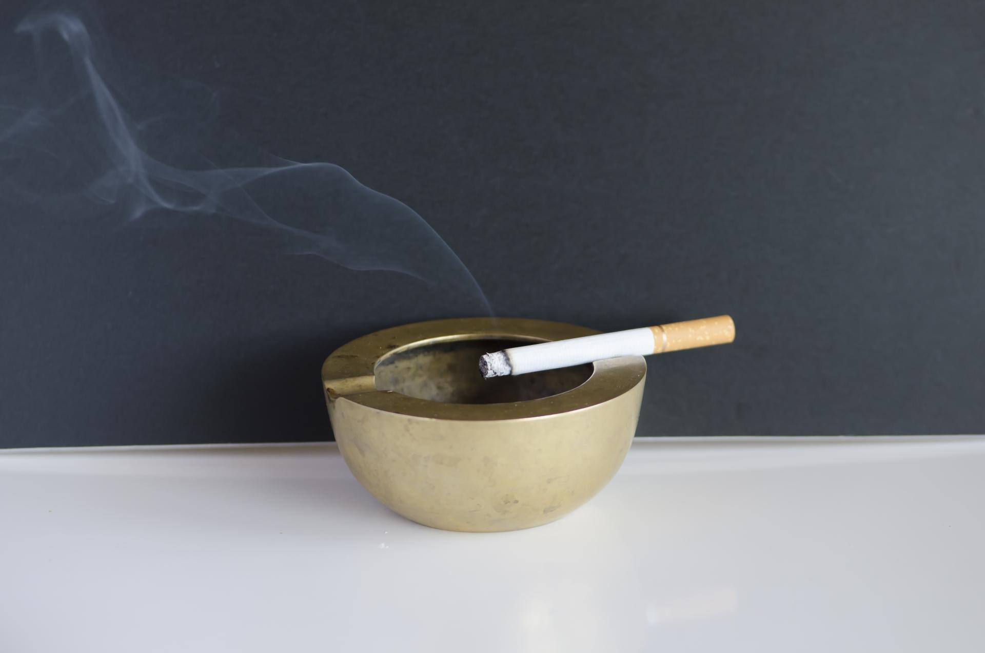 たばこの不始末が出火原因が第二位。副流煙の影響もあるので室内は禁煙に。
