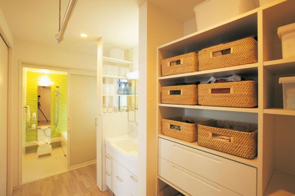 大容量収納と物干しスペースを確保した理想的な洗面所