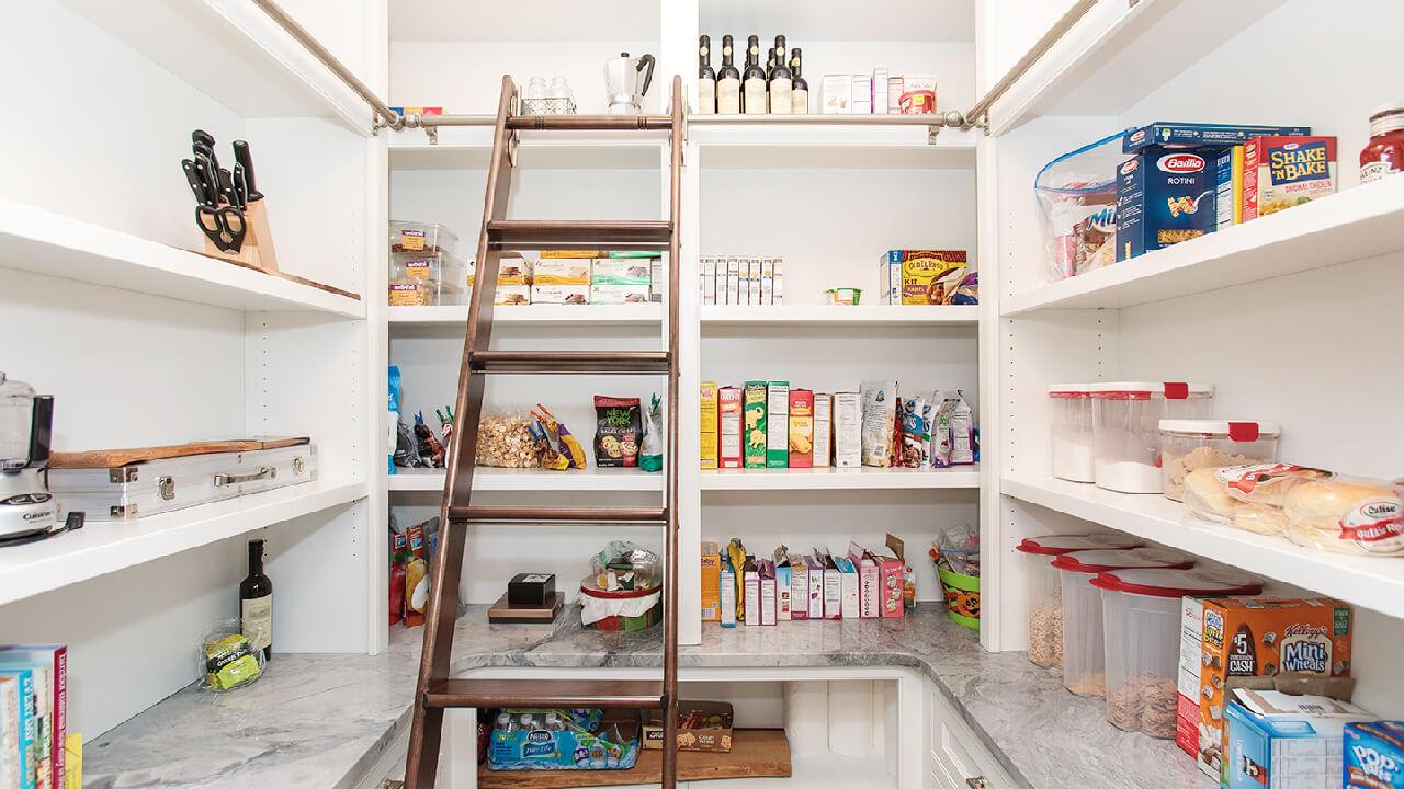 非常食の保管も忘れずに。余裕があればパントリーを配置したい。
